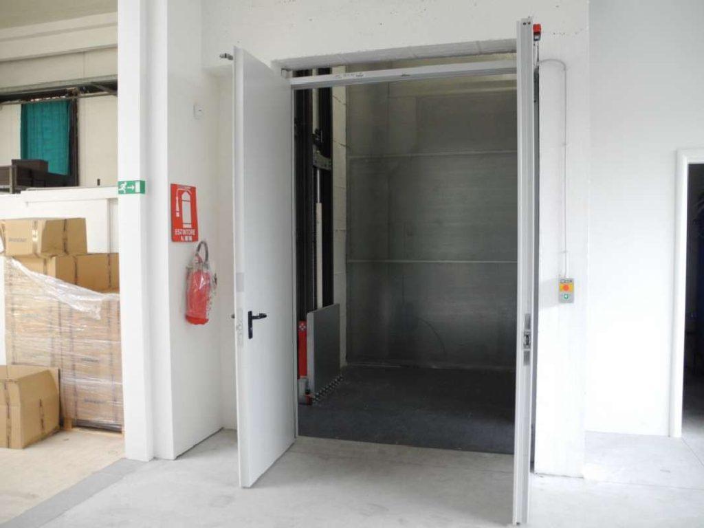 g3 Goods Only Lift - Shaft by Others